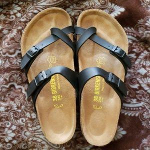 Like New. Black Mayari Birkenstock Sandals